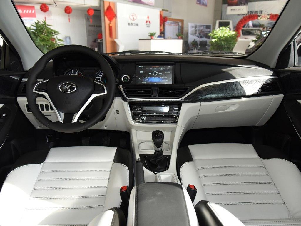 最新款东南v5菱致的汽车外观以及内部全景汽车图片(深度解析)
