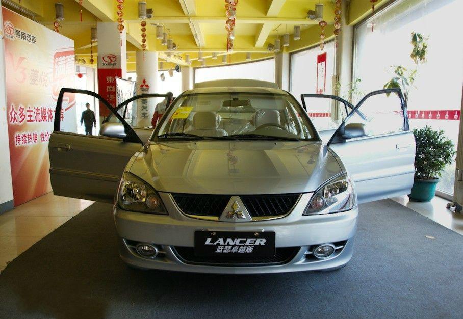 三菱蓝瑟是东南汽车推出的三菱车标轿车,属国产车,商场定位在三菱