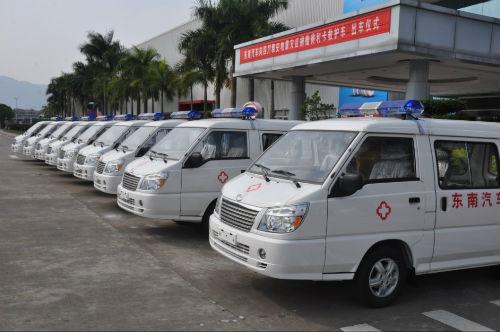 心系雅安 东南汽车向灾区捐赠救护车 -东南汽车官网高清图片